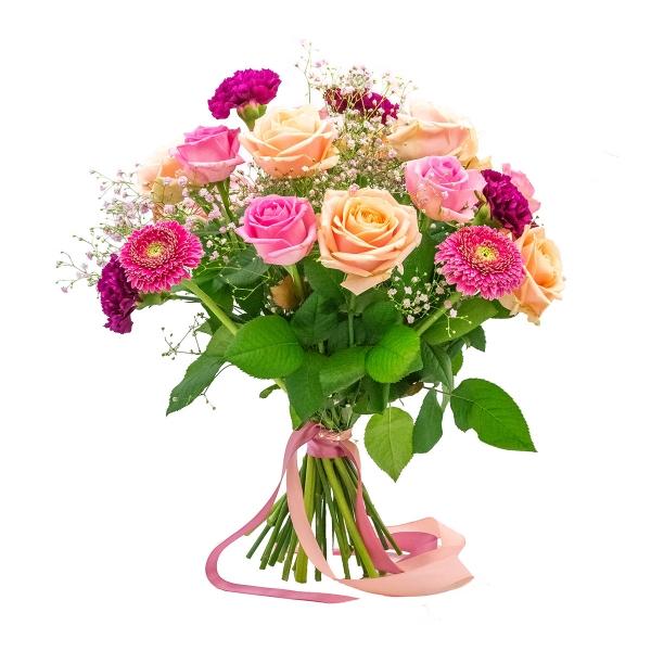 Bukiet różowych kwiatów z gipsówką
